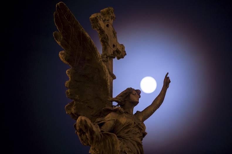 20161118151745-monumentos-martires-oliver-duch-heraldo-.jpg